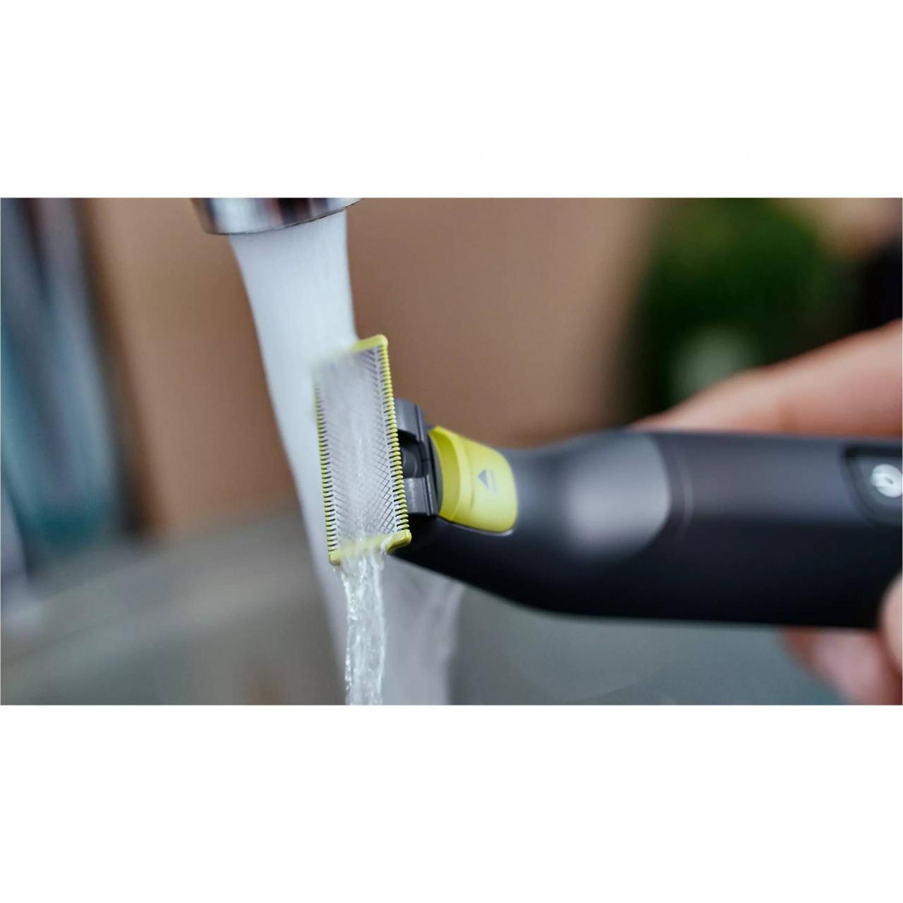 Aparat Philips OneBlade Pro  QP6530/15 pentru fata, Pieptene cu 12 lungimi, Display LED, Baterie Li-ion, Negru
